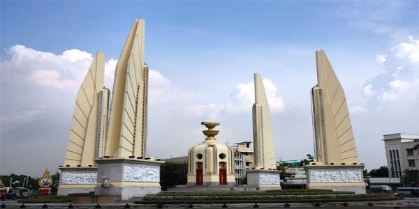 Monumen di Bangkok : Democracy Monument